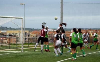 El CÁCERES CIERRA LA PUERTA AL BADAJOZ (2-0)